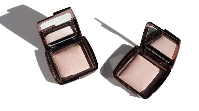 Hourglass Ambient Lighting Powders – Luminous & Dim Light
