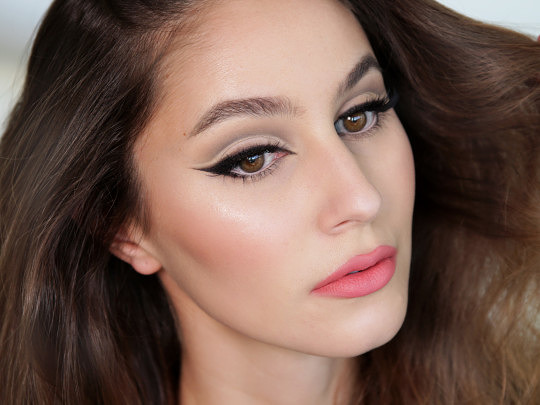 Fierce Cat Eye & Cut Crease Makeup Tutorial
