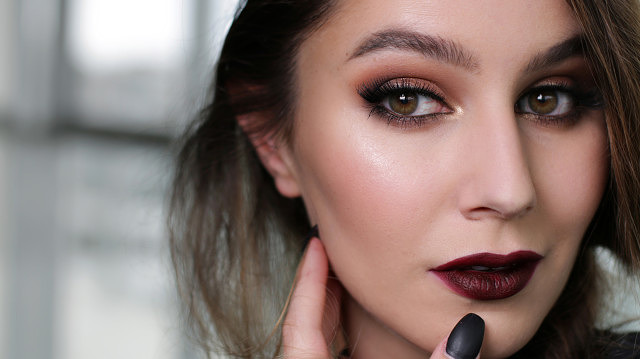 Vampy & Festive Makeup Tutorial